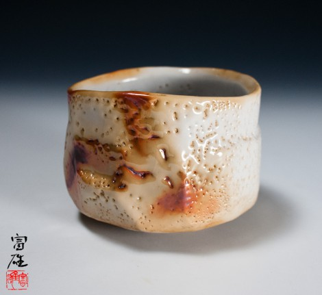Kagayō Shino Tea Ceremony Bowl by Suzuki Tomio: click to enlarge
