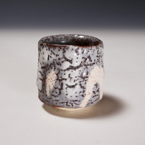 Nezumi Shino Saké Cup by Suzuki Tomio: click to enlarge