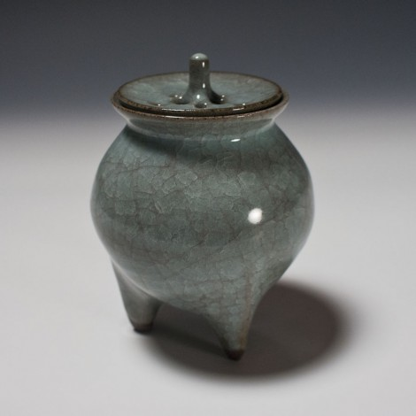 Seiji Celadon Incense Burner by Ikai Yūichi: click to enlarge