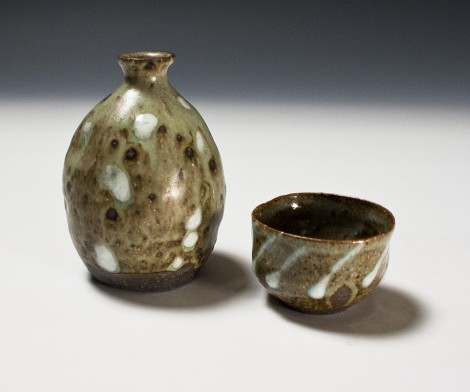 Haiyū Ash Glazed Saké Set by Ikai Yūichi: click to enlarge