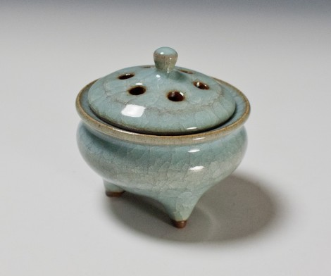 Seiji Incense Burner by Ikai Yūichi: click to enlarge